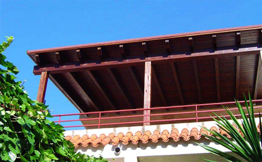 Travi in legno di castagno per costruzione ed edilizia - Pergola terraza atico ...